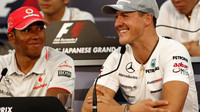 Podaří se Lewisovi Hamiltonovi (vlevo) do konce své kariéry v počtu titulů překonat Michaela Schumachera?