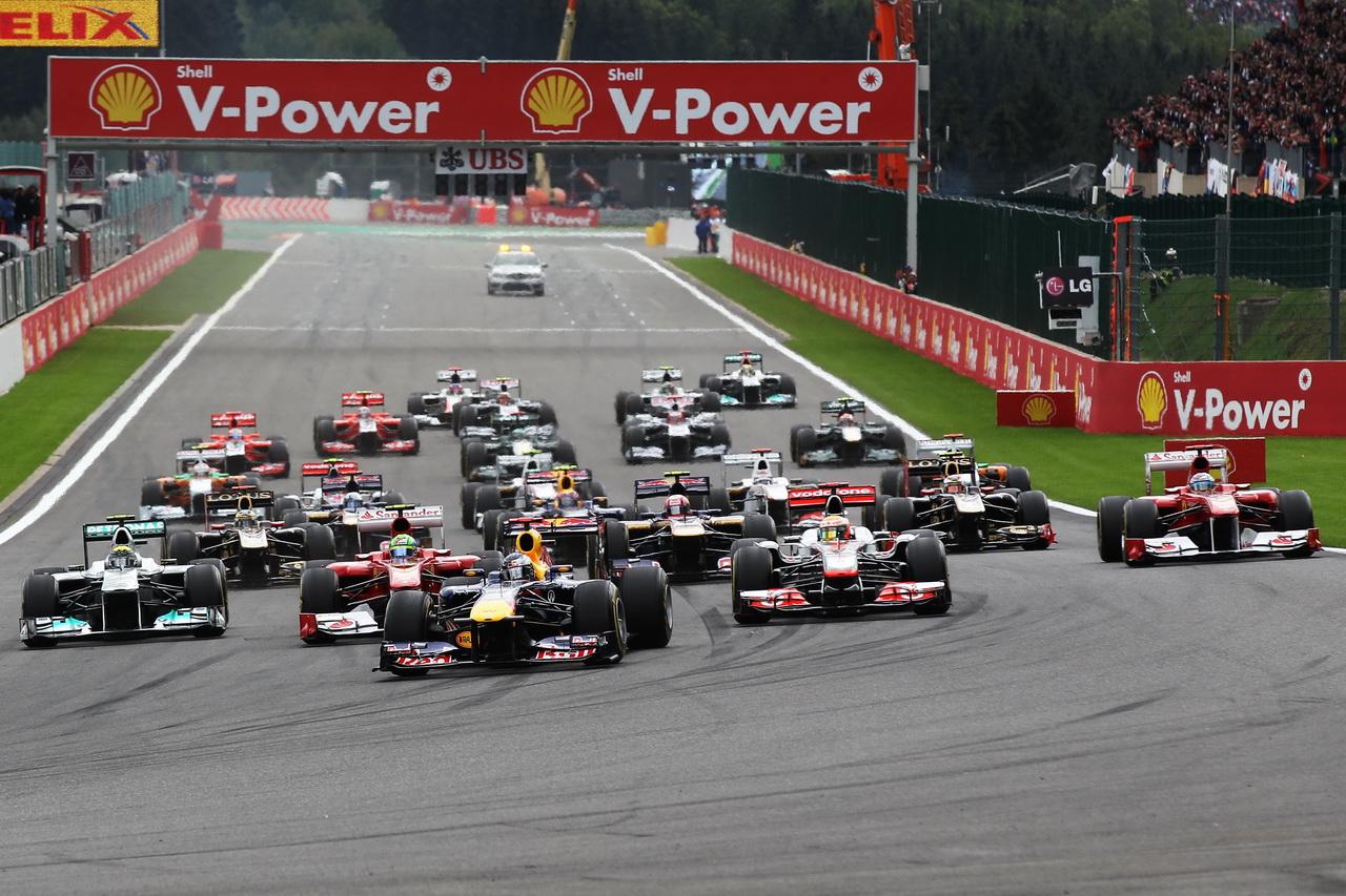 GRAFIKA: Startovní rošt po penalizacích - Hamilton a Alonso ze stejné řady, zezadu - anotační foto