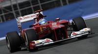 Valencie má domácího vítěze - Alonsa. Na pódium vystoupal i Räikkönen a Schumacher - anotační foto