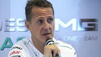 Michael Schumacher na tiskové konferenci v Indii v roce 2013