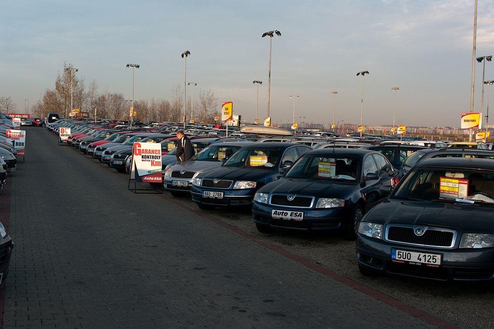 Proč je lepší kupovat ojeté auto v zimě? Důvodů je celá řada - anotační obrázek