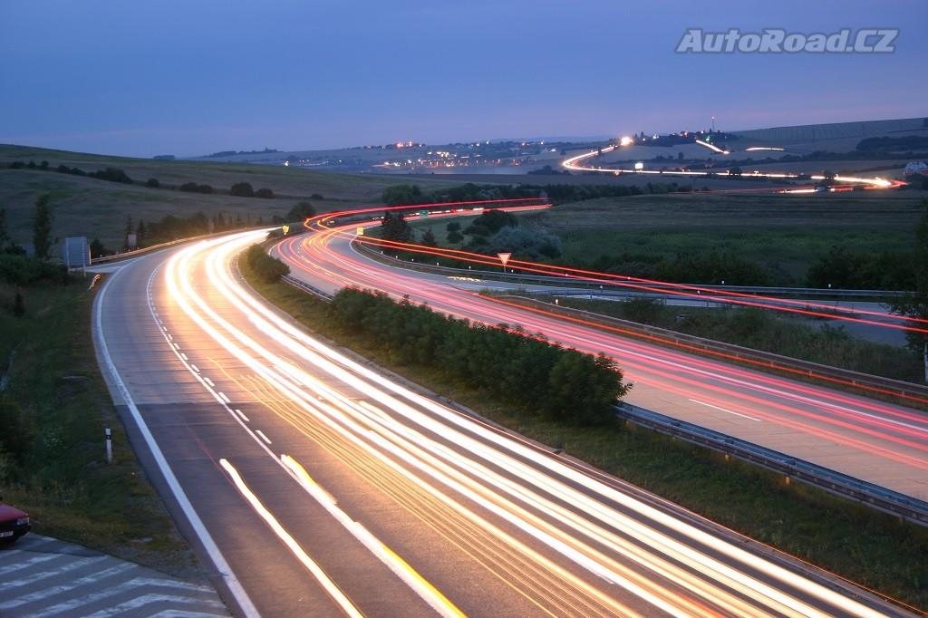 ZLEVNÍ DÁLNIČNÍ ZNÁMKY! Kdo zaplatí za dálnici nejvíc? - anotační obrázek