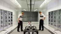 Testování modelu auta v aerodynamickém tunelu