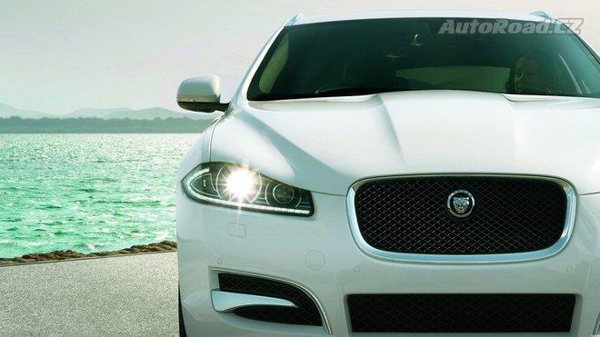 Jaguary a Land Rovery mají poruchu parkovacího režimu. Už je hlášeno několik zranění - anotačné foto