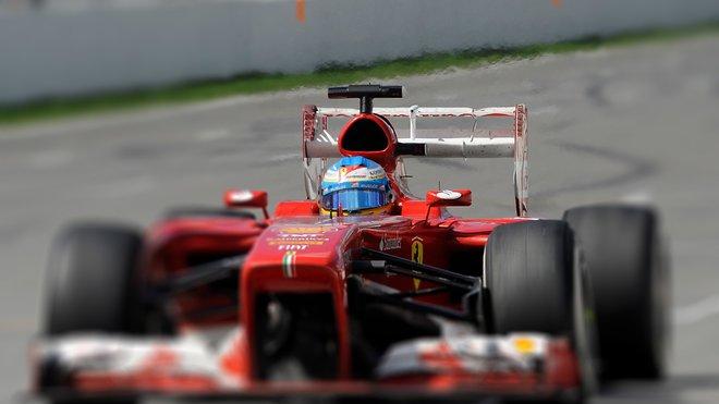 Ferrari s aktivovaným DRS