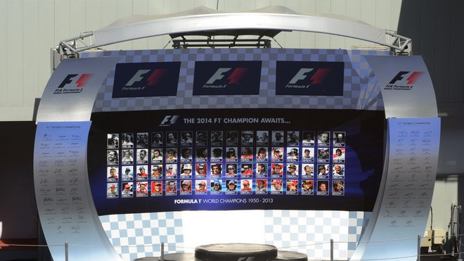 Změna majitele F1 se pomalu rozbíhá
