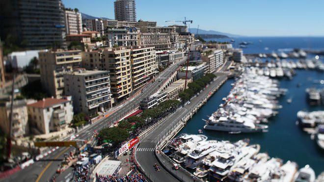 Monacké knížectví se svými úzkými uličkami se o víkendu přemění na závodní okruh