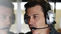 Wolff v palbě otázek: Lewisův problém s motorem, konspirace i pomoc Ecclestonea - anotační obrázek