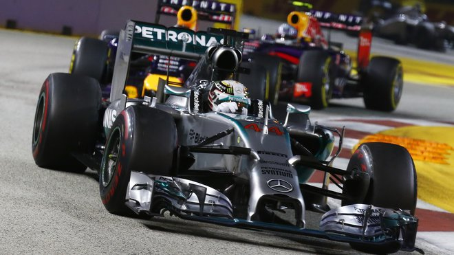 Lewis Hamilton v Singapuru