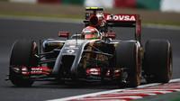 Pastor Maldonado s Lotusem E22 poháněným Renaultem
