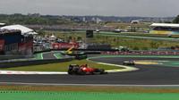 Fernando Alonso loni v Brazílii