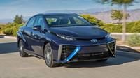 Toyota Mirai si jistě vyslouží pochvalu. Jedná se totiž o první, masově prodávané vodíkové auto na světě. Stejně tak si ale zaslouží pokárání za svůj vzhled.