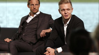 Button s Magnussenem na předsezónní prezentaci vozu