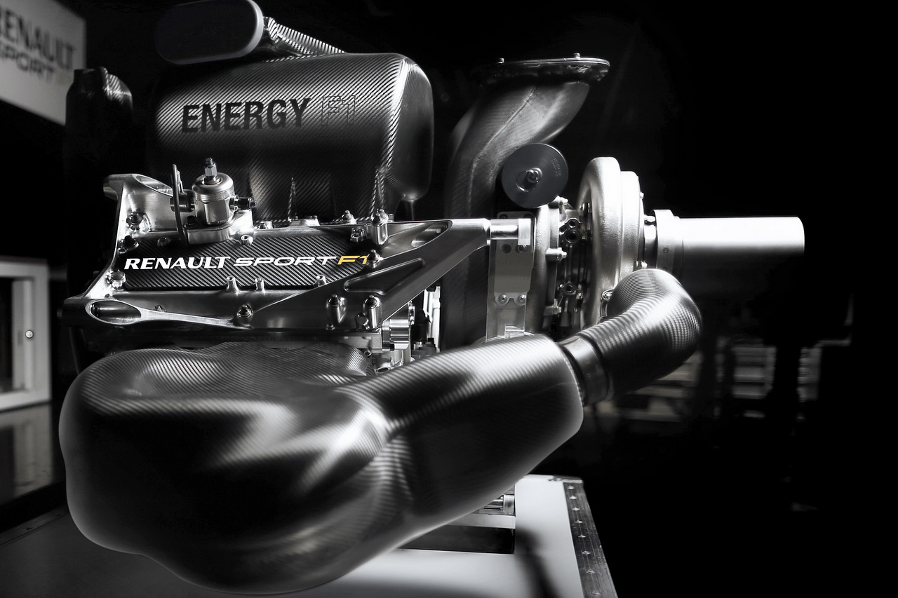 U Renaultu se kompresor i MGU-H nacházejí v zadní části motoru