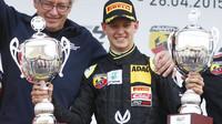 Mick Schumacher bude mít stejnou příležitost jako jeho otec, nastoupí proti hvězdám F1