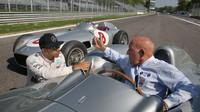Stirling Moss se o dění v F1 stále živě zajímá