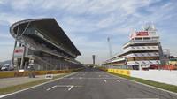 GRAFIKA: Startovní rošt Velké ceny Španělska - Mercedesy před Red Bully - anotační obrázek