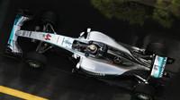 Mercedesy začínají v Monaku o 0,4 s rychleji než Ferrari, Massa a Palmer bourají + VIDEO - anotační obrázek