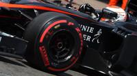 Button: Piloti musí s pneumatikami dělat kvůli vysokým tlakům šílené věci - anotační foto