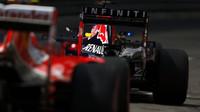 Red Bull odpoledne před Mercedesy, bourá řada jezdců včetně Vettela - anotační obrázek