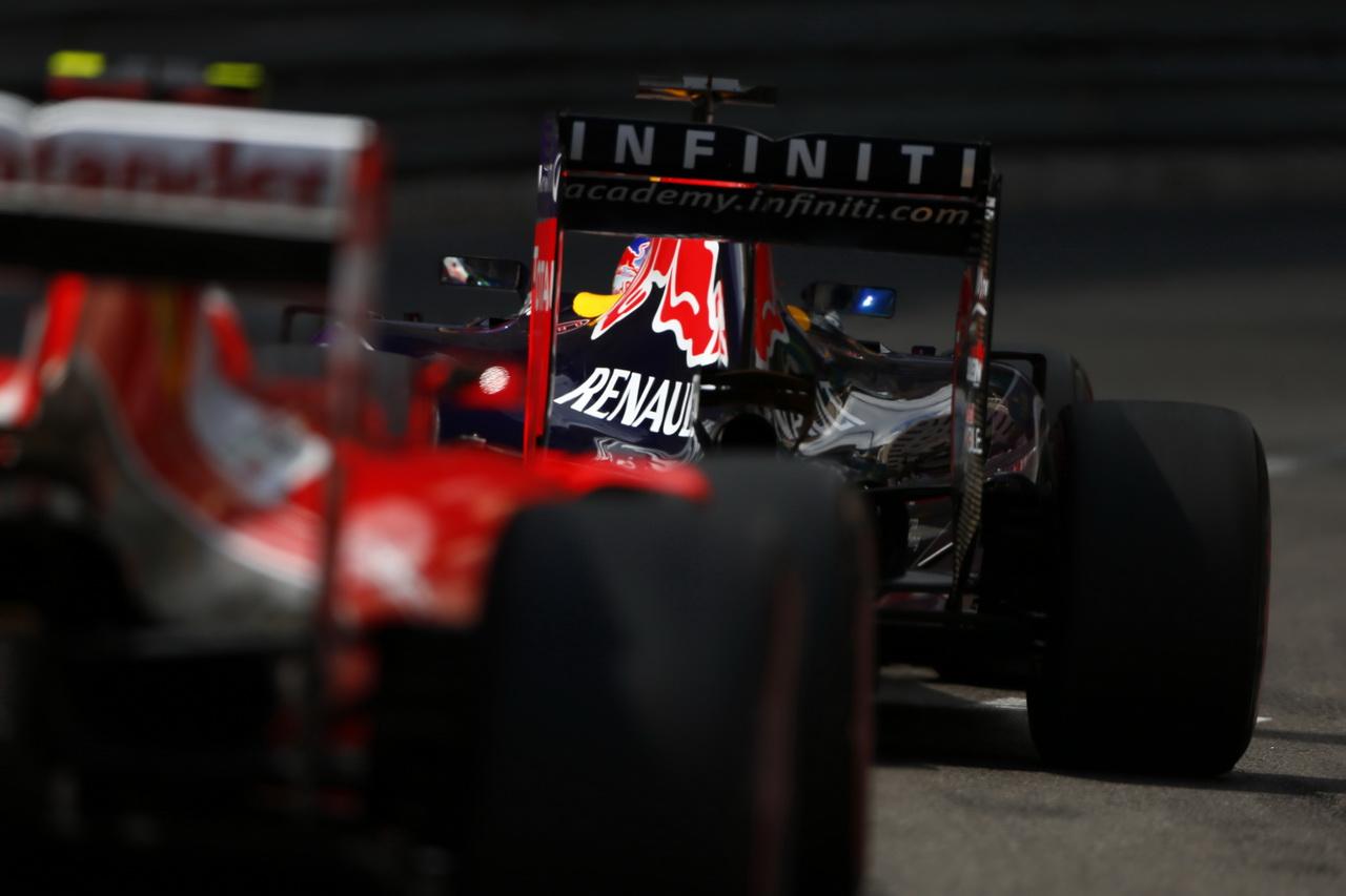 Red Bull odpoledne před Mercedesy, bourá řada jezdců včetně Vettela - anotační foto