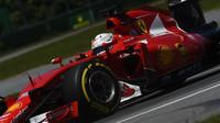 FIA vyvrací podezření, že by Ferrari a Mercedes používali nelegální oleje - anotační foto