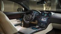 Doby, kdy se Jaguary tvářili jako retro vozy jsou dávno pryč. Tato novinka je doslova protkaná nejvyspělejší technologií.