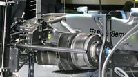 Zavěšení vozu Mercedes F1 W06 Hybrid