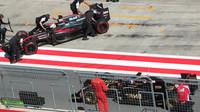 Alonso a Palmer v pitlane