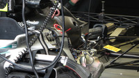 Výfuk a zadní zavěšení Mercedesu F1 W06 Hybrid