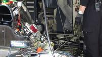 Výfuk a zadní zavěšení vozu McLaren MP4-30 Honda