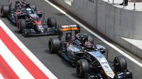 Wehrlein a Alonso čekají na výjezd na dráhu