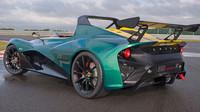 Aurodynamická vylepšení na verzi Race mají za následek snížení hodnoty maximální rychlosti o 10 km/h oproti verzi Road.