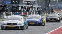 Na obrázku první Mercedes patřil v roce 2015 Juncadellovi, druhý Paffettovi a třetí pozdějšímu mistru, Wehrleinovi