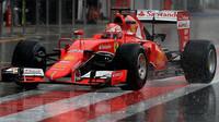 Boj o místo u Ferrari je stále středem pozornosti.