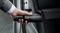 Namísto dosavadní jedné schránky v levých zadních dveřích nabízí Superb Combi po jedné schránce vybavené deštníkem v obou předních dveřích.