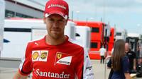 Od Kimiho je se co učit, tvrdí Vettel