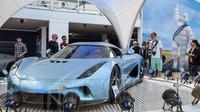 Koenigsegg Regera je opravdu nepřehlédnutelný výstavní exponát.