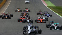 Souboje týmových kolegů v Silverstone: Šťastná Hamiltonova volba