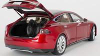 Tesla Model S v měřítku 1/18