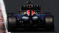 Záď Red Bullu Daniila Kvjata