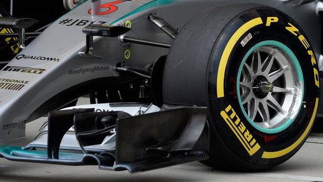 Pneumatika Pirelli na voze Mercedesu