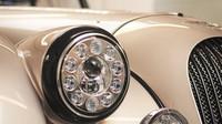Morgan AR Plus 4 sy pyšní novými LED světlomety.