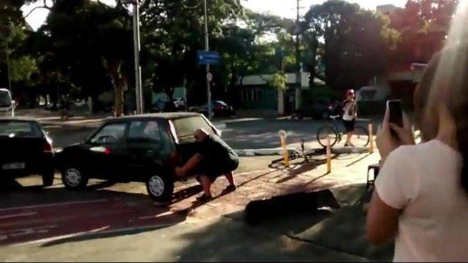 Fiat versus cyklista