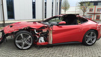 Havarované Ferrari F12 Berlinetta