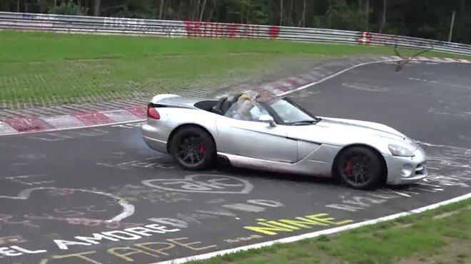 Dodge Viper SRT10 Roadster těsně před nárazem