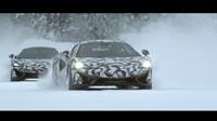 McLareny během testování ve Švédsku.