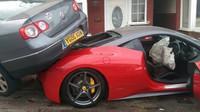 Ferrari 458 Italia nabouralo Volkswagen Passat