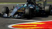 Nico Rosberg při kvalifikaci na GP Belgie 2015 v monopostu Mercedes F1 W06 Hybrid