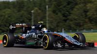 Sergio Perez při sobotní přípravě na kvalifikaci GP Belgie 2015 v monopostu Force India VJM08 - Mercedes